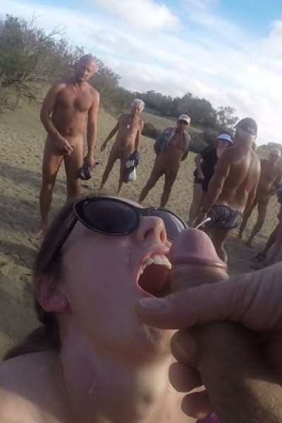 Sex at the beach with 30 voyeurs