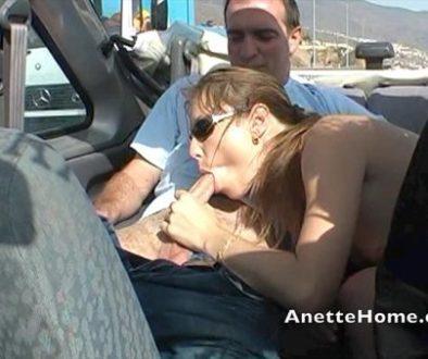 Sucer deux mecs dans un cabriolet