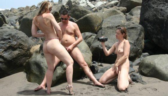 suce 2 mecs a la plage